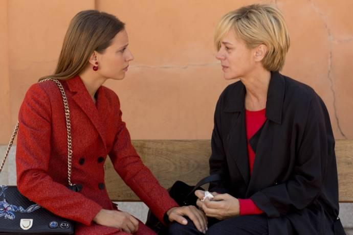 Michelle Jenner en Emma Suárez (Julieta)