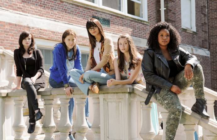 Ashley Rickards (Virginia), Eden Sher (Mindy), Victoria Justice (Jodi) en Peyton List (Mackenzie)