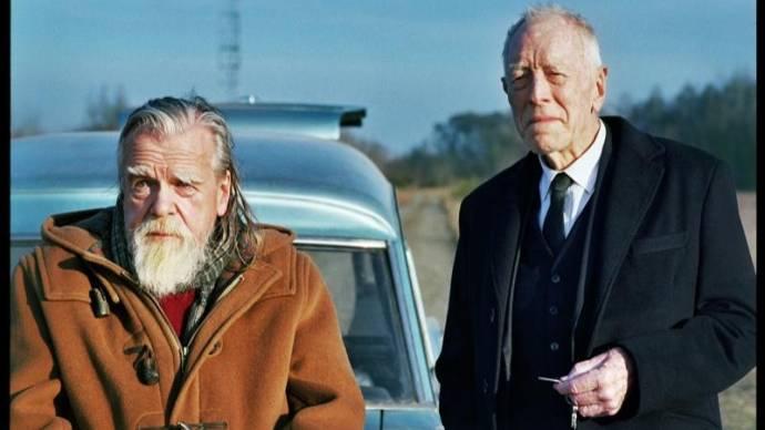 Bouli Lanners (Gilou) en Max Von Sydow (Le croque-mort)