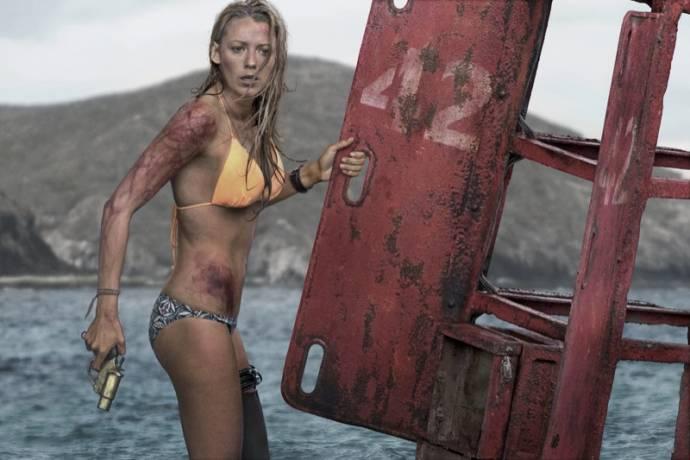 Blake Lively (Mia)