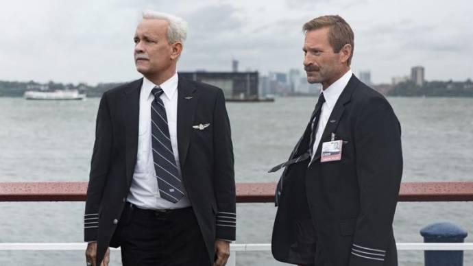 Tom Hanks (Chesley 'Sully' Sullenberger) en Aaron Eckhart (Jeff Skiles)