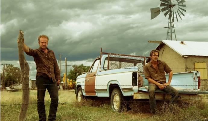 Ben Foster (Tanner) en Chris Pine (Toby)