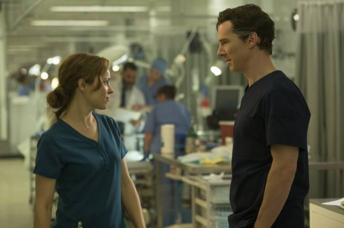 Rachel McAdams (Christine Palmer) en Benedict Cumberbatch (Dr. Stephen Strange)