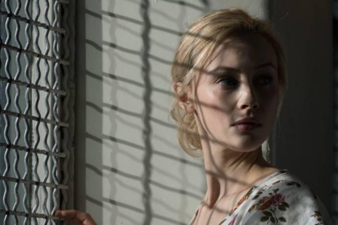 Sarah Gadon (Natalie)