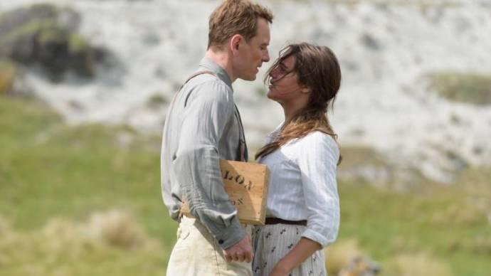 Michael Fassbender (Tom Sherbourne) en Alicia Vikander (Isabel Sherbourne)