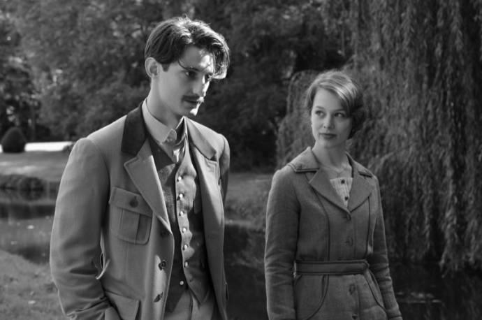 Pierre Niney (Adrien) en Paula Beer (Anna)