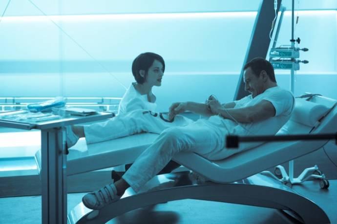 Marion Cotillard (Dr. Sophia Rikkin) en Michael Fassbender (Callum Lynch / Aguilar)