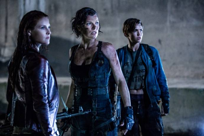 Ali Larter (Claire Redfield), Milla Jovovich (Alice) en Ruby Rose (Abigail)