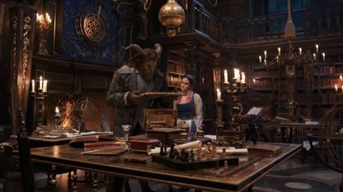 Dan Stevens (Beast) en Emma Watson (Belle) in Beauty and the Beast (NL)