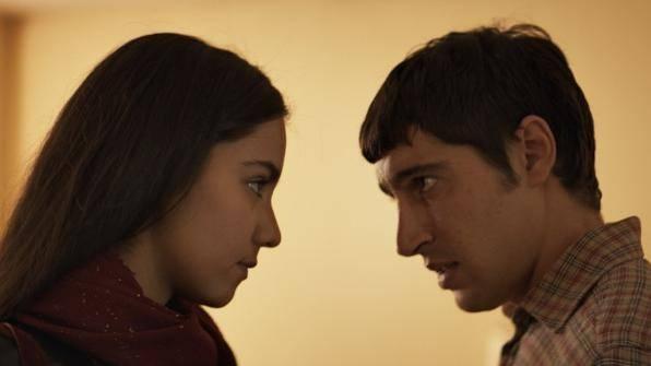 Lina El Arabi (Zahira Kazim) en Sébastien Houbani (Amir Kazim)