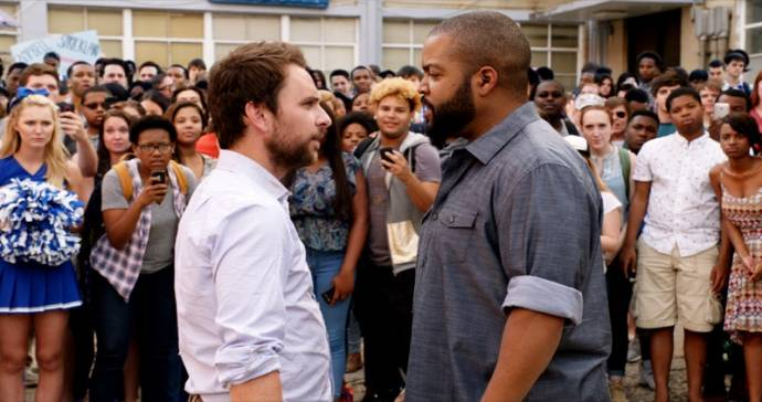 Charlie Day (Campbell) en Ice Cube (Strickland)