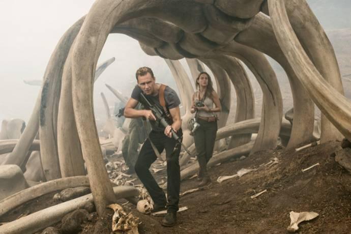 Tom Hiddleston (Captain James Conrad) en Brie Larson (Weaver)