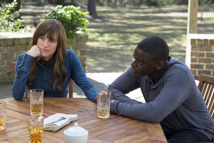 Allison Williams (Rose) en Daniel Kaluuya (Chris) in Get Out