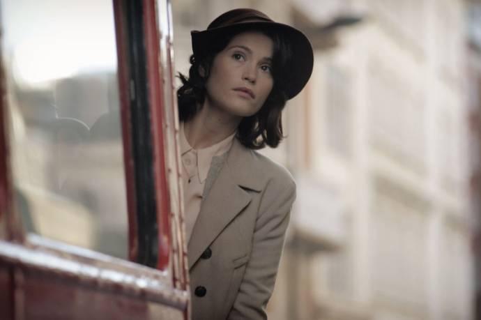 Gemma Arterton (Catrin Cole)