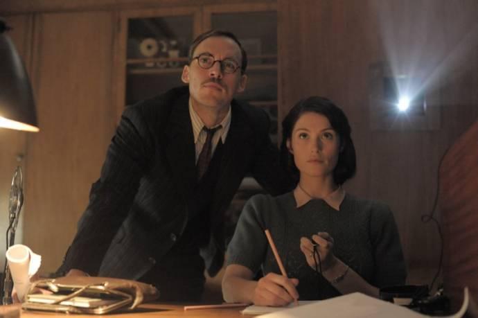 Sam Claflin (Tom Buckley) en Gemma Arterton (Catrin Cole)