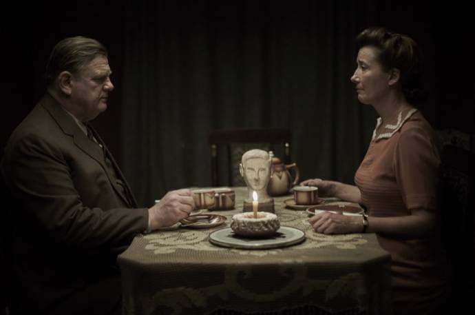 Brendan Gleeson (Otto Quangel) en Emma Thompson (Anna Quangel)