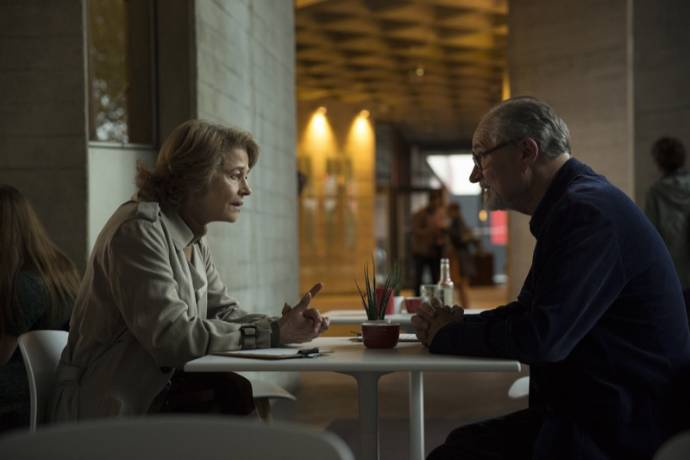 Charlotte Rampling (Veronica Ford) en Jim Broadbent (Tony Webster)