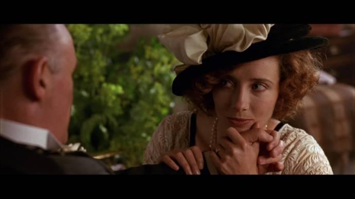 Emma Thompson (Margaret Schlegel)