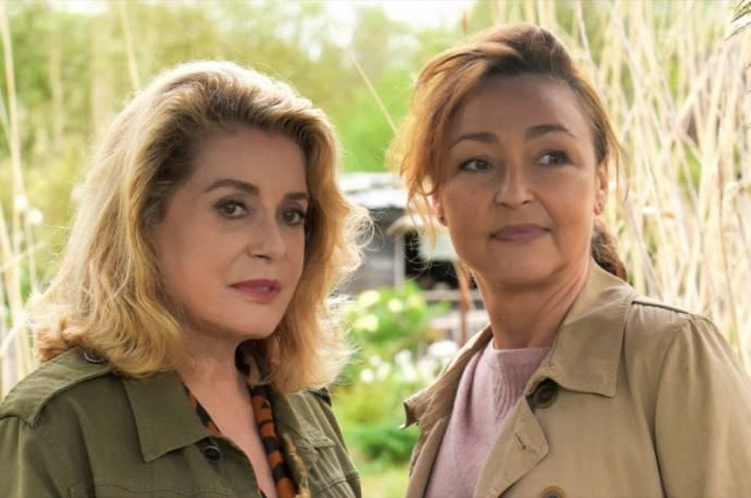 Catherine Deneuve (Beatrice) en Catherine Frot (Claire)