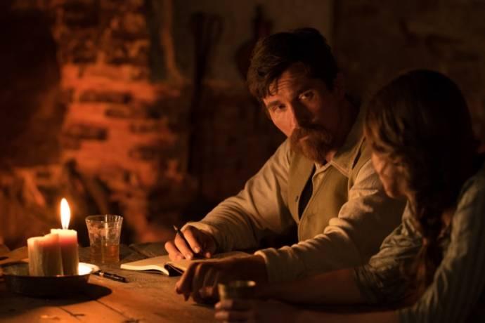 Christian Bale (Chris Myers) en Charlotte Lebon (Ana)