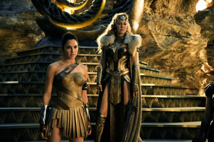 Gal Gadot (Diana Prince / Wonder Woman) en Robin Wright (General Antiope)