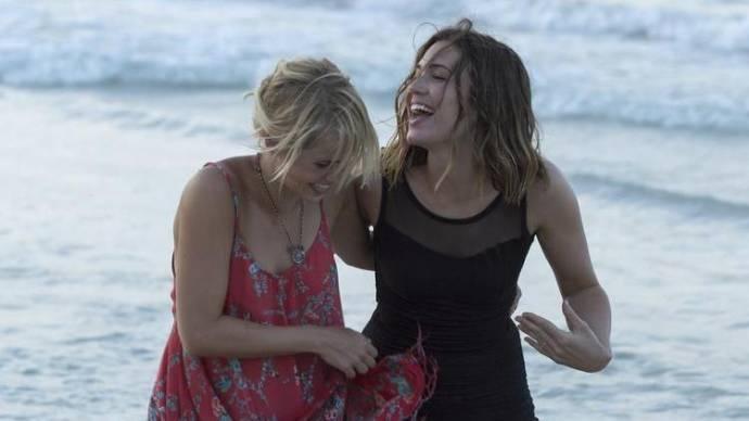 Claire Holt (Kate) en Mandy Moore (II) (Lisa) in 47 Meters Down