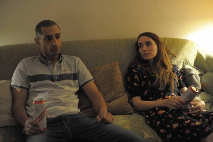 Riz Ahmed (Scott) en Rooney Mara (Una) in Una