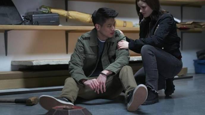 Ki Hong Lee (Ryan Hui) en Joey King (Claire)