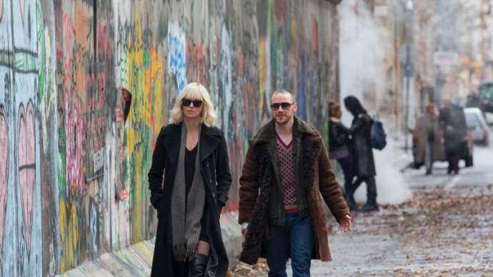 Charlize Theron (Lorraine Broughton) en James McAvoy (David Percival)