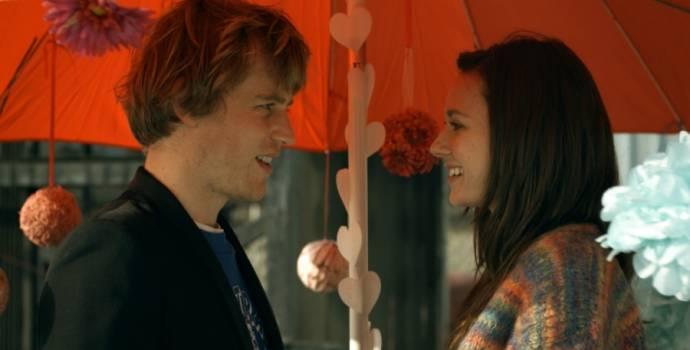 Joe Flynn (Arthur) en Lydia Wilson (Vida)