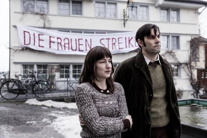 Marie Leuenberger (Nora) en Maximilian Simonischek (Hans)