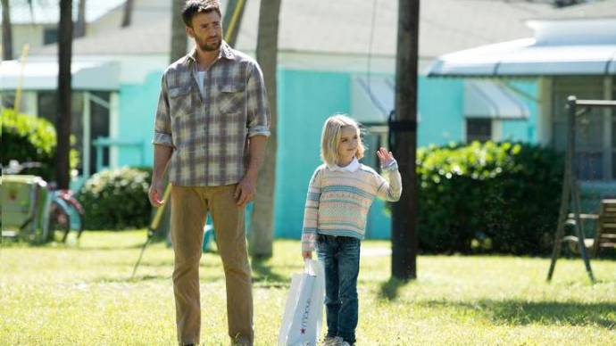 Chris Evans (Frank Adler) en Mckenna Grace (Mary Adler (as McKenna Grace))