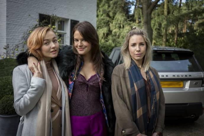 Carolien Spoor (Jasmijn), Eva Laurenssen (Sasha) en Kiki van Deursen (Amy)