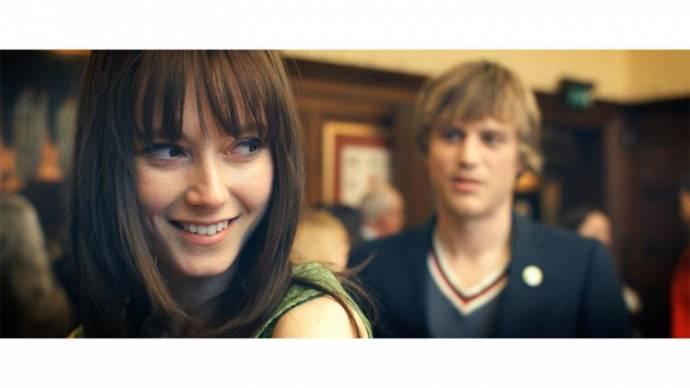 Lydia Wilson (Vida) en Joe Flynn (Arthur)