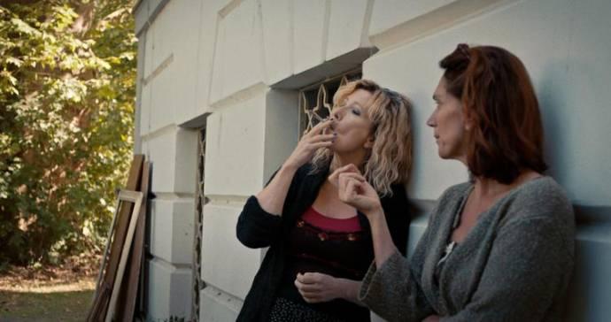 Ariane Schluter (Valerie) en Monic Hendrickx