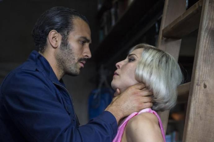 Marwan Kenzari (Adrian Knowles) en Noomi Rapace (The Settman Siblings)