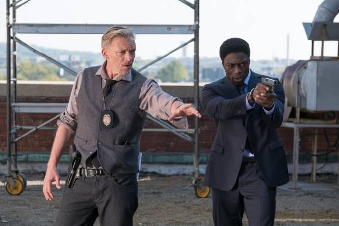 Callum Keith Rennie (Detective Halloran)