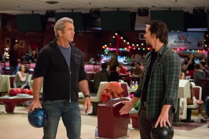 Mel Gibson (Dusty's Dad / Mr. Mayron) en Mark Wahlberg (Dusty Mayron)
