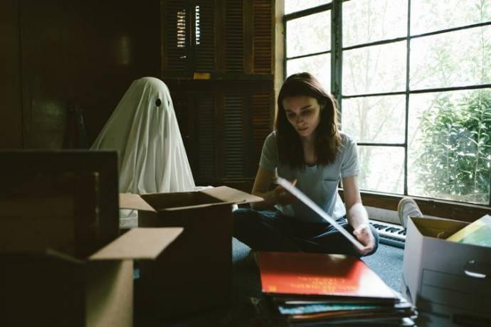 Casey Affleck (C) en Rooney Mara (M)