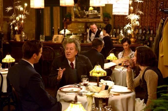 Armie Hammer (James Lord), Geoffrey Rush (Alberto Giacometti) en Sylvie Testud (Annette Arm)