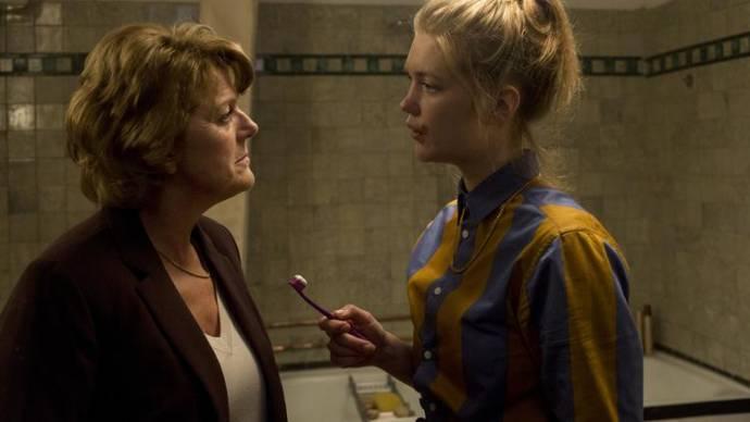 Simone Kleinsma (Elisabeth) en Elise van 't Laar (Coco)
