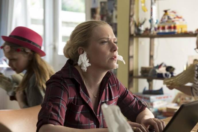 Jelka van Houten (Marjolein) in Ladies Night: Huisvrouwen Bestaan Niet