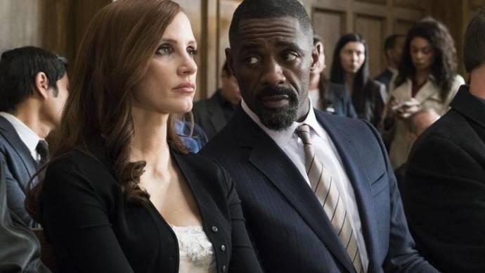 Jessica Chastain (Molly Bloom) en Idris Elba