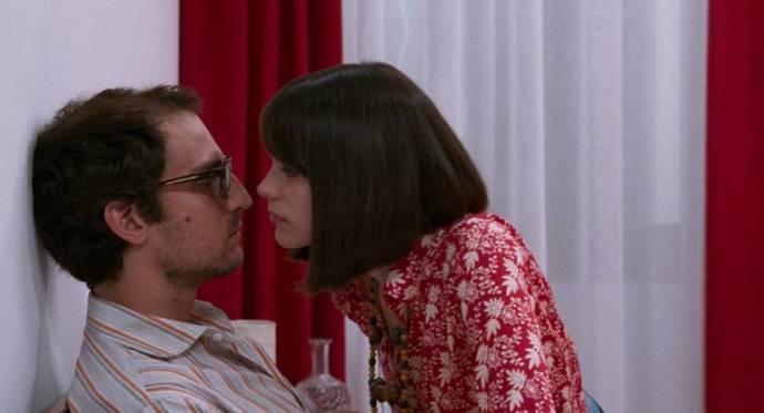 Louis Garrel (Jean-Luc Godard) en Stacy Martin (Anne Wiazemsky)