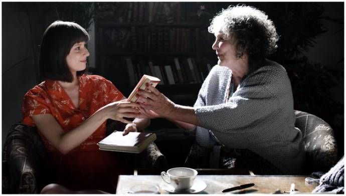 Romy Lauwers (Panda) en Willeke van Ammelrooy (Rosa Overbeek)