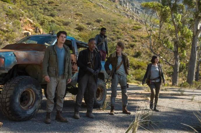 Dylan O'Brien (Thomas), Giancarlo Esposito (Jorge), Dexter Darden (Frypan), Thomas Sangster (Newt) en Rosa Salazar (Brenda)
