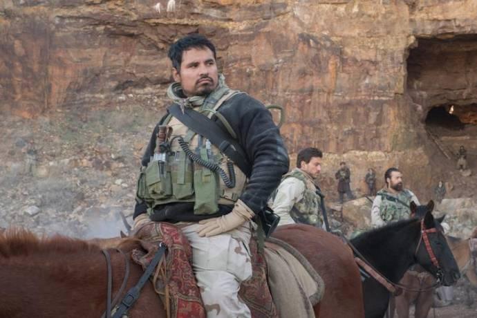 Michael Peña (Sgt First Class Sam Diller)