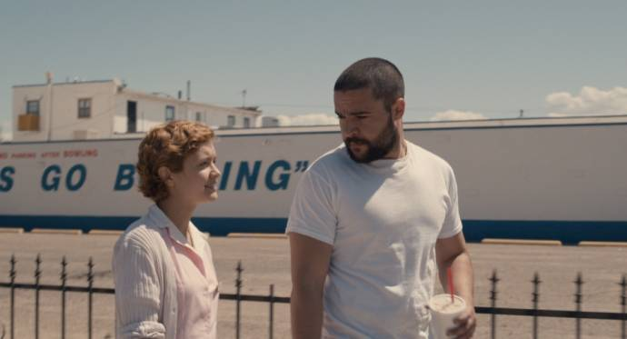 Olivia Cooke (Katie) en Christopher Abbott (Bruno)