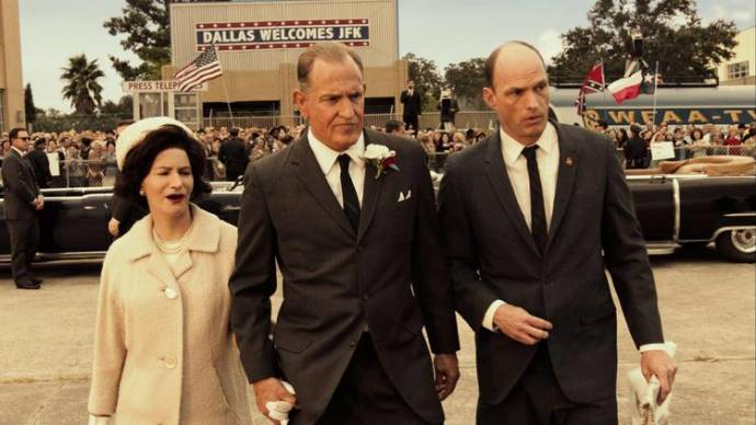 Jennifer Jason Leigh (Lady Bird Johnson) en Woody Harrelson (Lyndon B. Johnson)