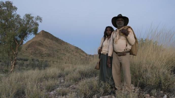 Natassia Gorey Furber (Lizzie) en Hamilton Morris (Sam Kelly)